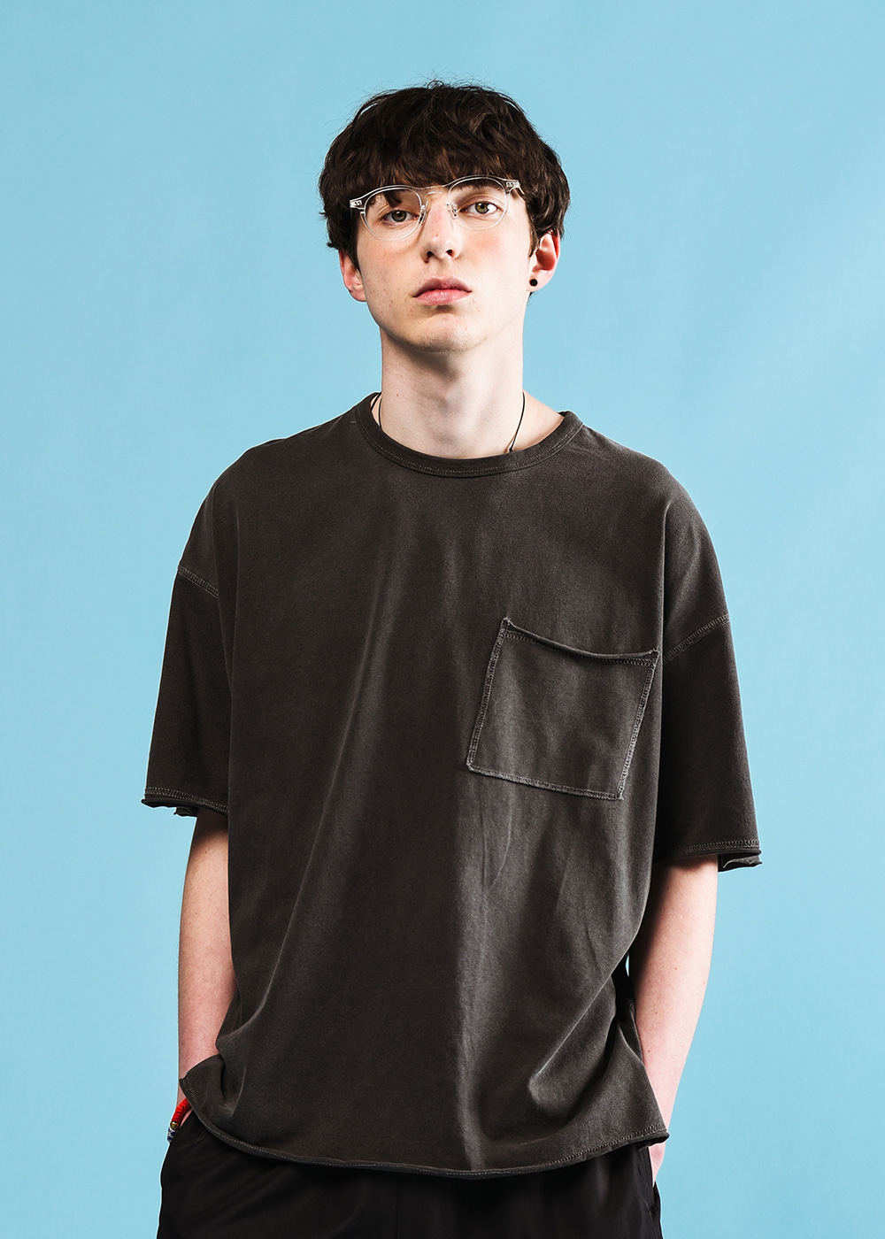Stitches half T-shirt [black]
