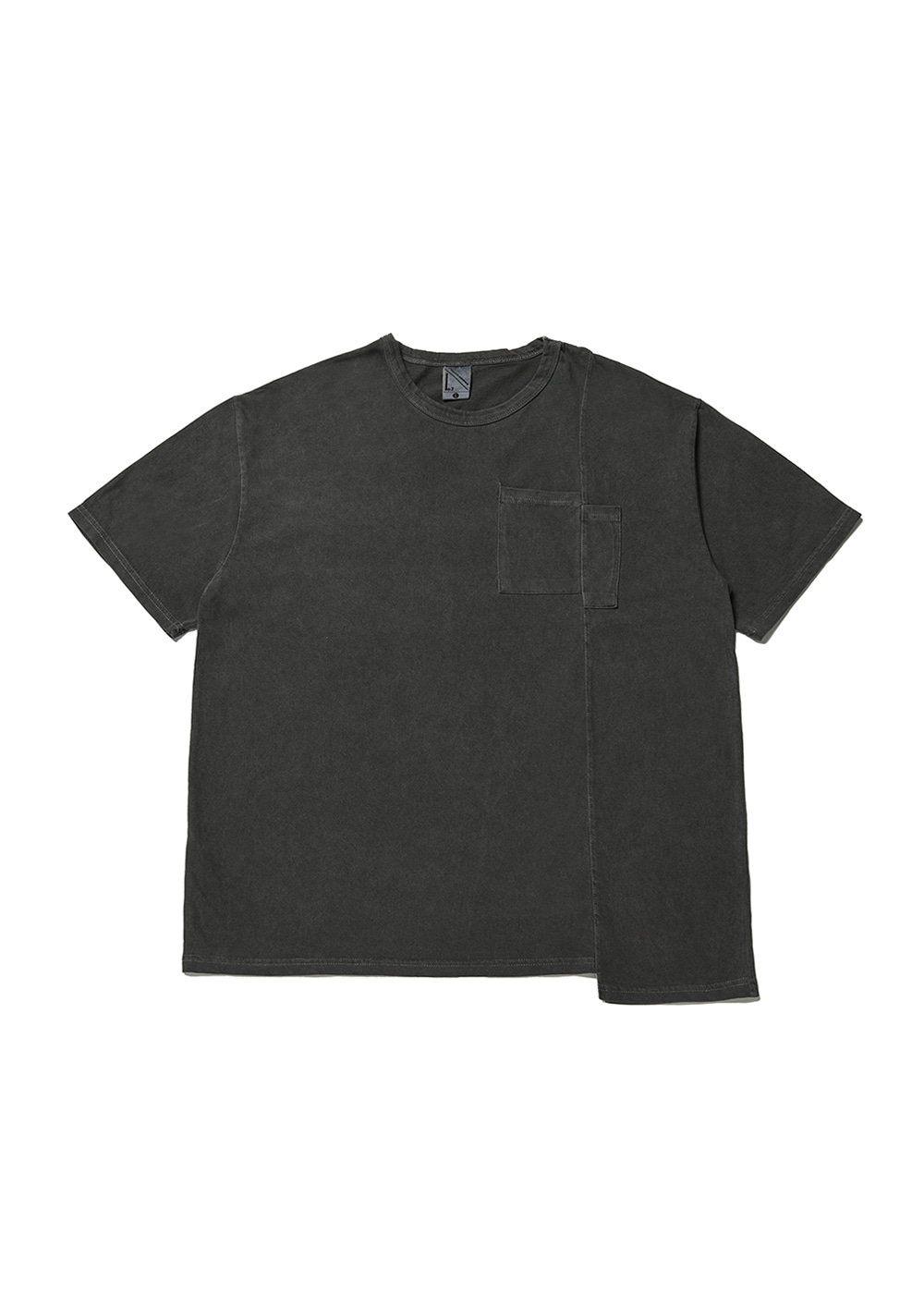 Asymmetry half T-shirt [black]